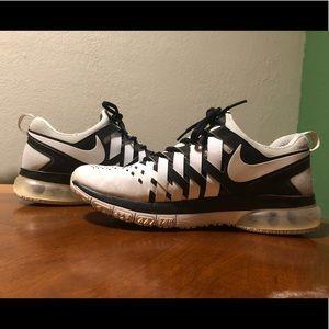 Nike 10.5 finger trap shoes